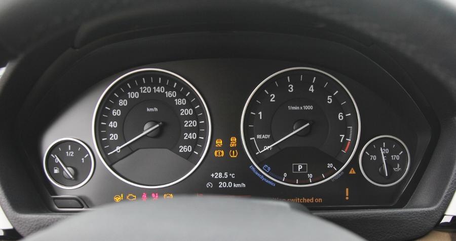 Cam-giac-lai-manh-me-kho-quen-sau-vo-lang-BMW-430i-mui-tran-tai-Sai-thanh-anh-17