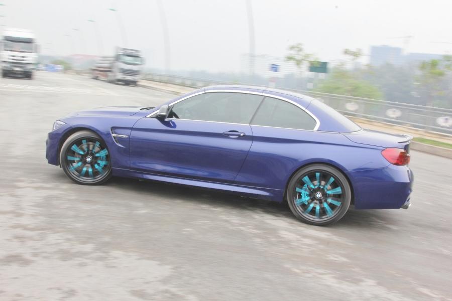 Cam-giac-lai-manh-me-kho-quen-sau-vo-lang-BMW-430i-mui-tran-tai-Sai-thanh-anh-1