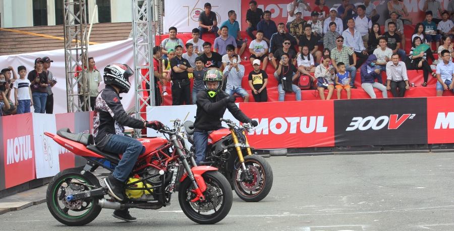Biker-Viet-va-quoc-te-dien-stunt-dung-tim-tai-Sai-Gon-cuoi-tuan-anh-9