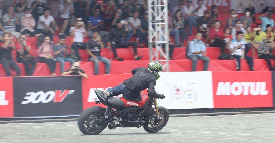 Biker-Viet-va-quoc-te-dien-stunt-dung-tim-tai-Sai-Gon-cuoi-tuan-anh-12