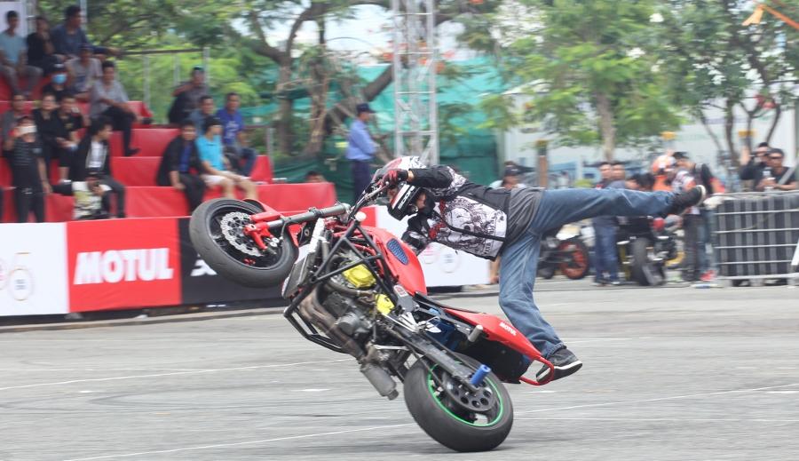 Biker-Viet-va-quoc-te-dien-stunt-dung-tim-tai-Sai-Gon-cuoi-tuan-anh-17