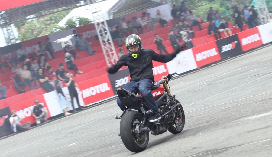 Biker-Viet-va-quoc-te-dien-stunt-dung-tim-tai-Sai-Gon-cuoi-tuan-anh-14
