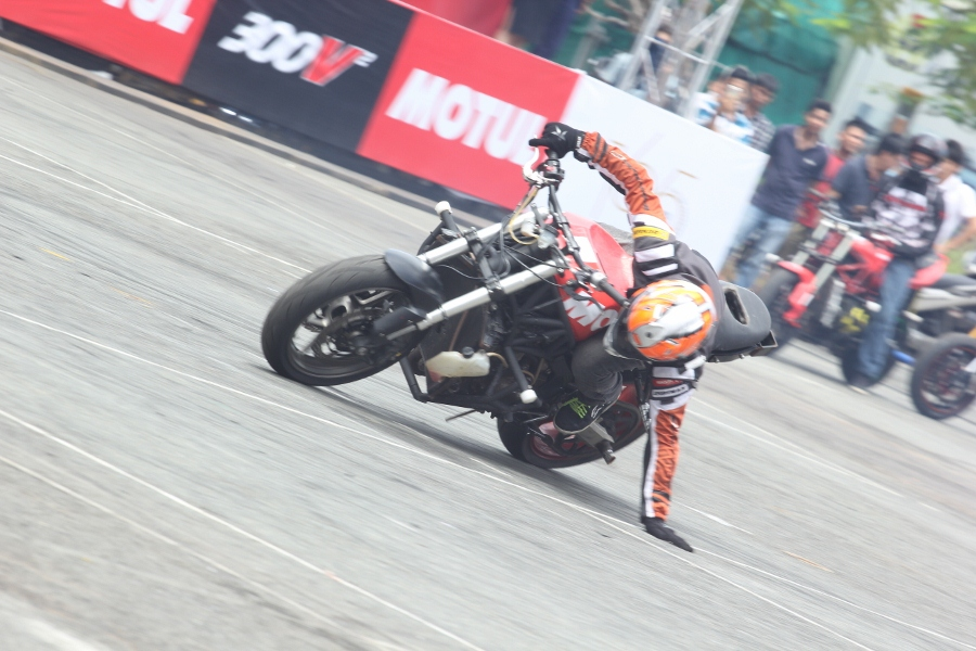 Biker-Viet-va-quoc-te-dien-stunt-dung-tim-tai-Sai-Gon-cuoi-tuan-anh-16
