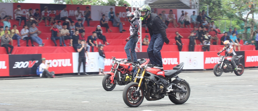 Biker-Viet-va-quoc-te-dien-stunt-dung-tim-tai-Sai-Gon-cuoi-tuan-anh-11