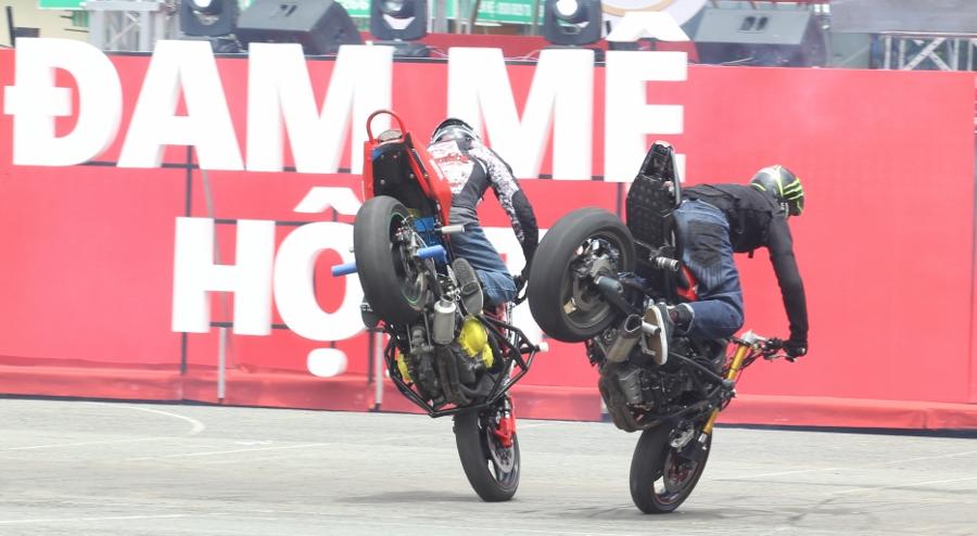 Biker-Viet-va-quoc-te-dien-stunt-dung-tim-tai-Sai-Gon-cuoi-tuan-anh-8