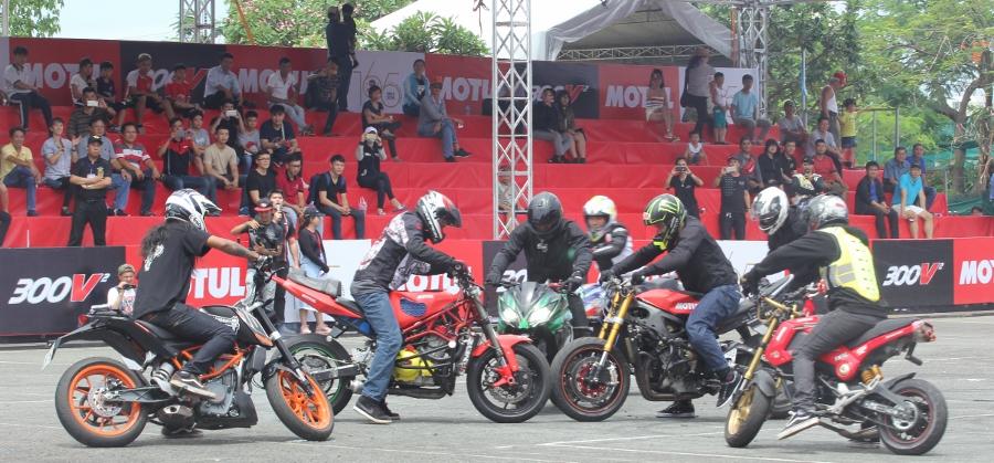 Biker-Viet-va-quoc-te-dien-stunt-dung-tim-tai-Sai-Gon-cuoi-tuan-anh-19