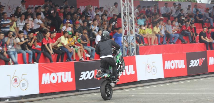 Biker-Viet-va-quoc-te-dien-stunt-dung-tim-tai-Sai-Gon-cuoi-tuan-anh-25