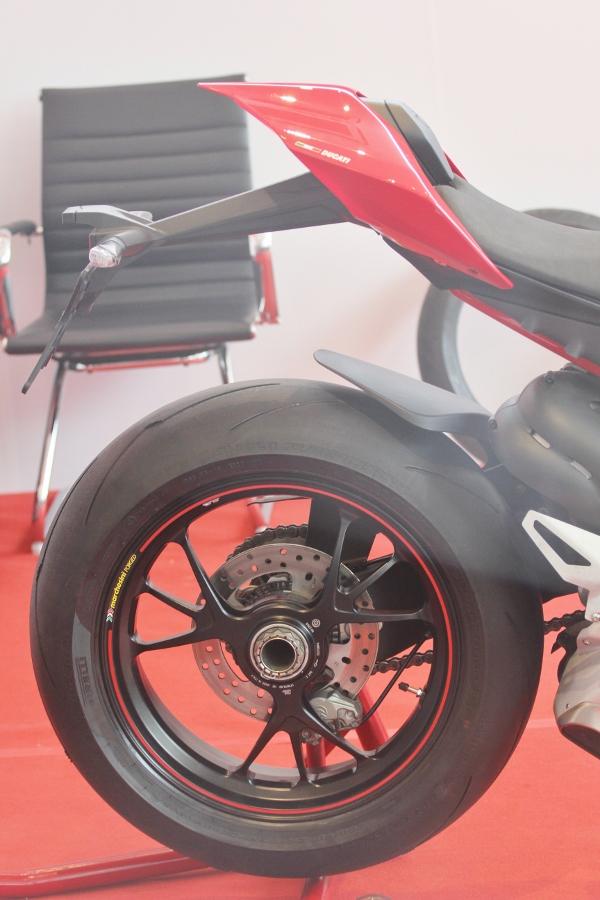 Ducati-gioi-thieu-mo-to-manh-nhat-the-gioi-Panigale-V4-S-tai-Sai-Gon-anh-6