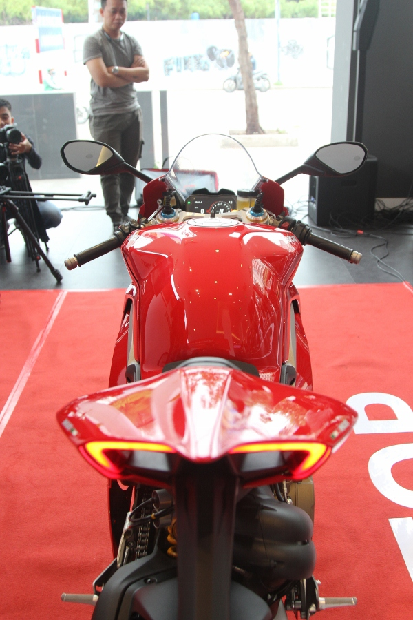 Ducati-gioi-thieu-mo-to-manh-nhat-the-gioi-Panigale-V4-S-tai-Sai-Gon-anh-12