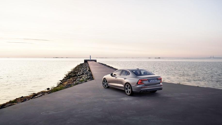 Volvo-S60-2019-trinh-lang-gia-tu-35800-USD-anh-10