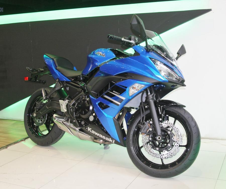 Kawasaki-Ninja-650-2018-Sportbike-an-so-tren-duong-Viet-anh-1