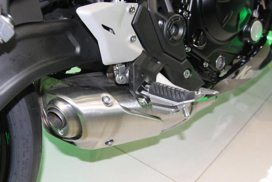 Kawasaki-Ninja-650-2018-Sportbike-an-so-tren-duong-Viet-anh-9