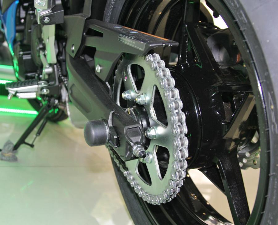 Kawasaki-Ninja-650-2018-Sportbike-an-so-tren-duong-Viet-anh-13
