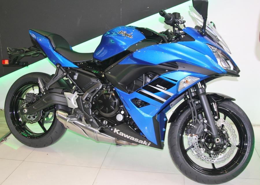 Kawasaki-Ninja-650-2018-Sportbike-an-so-tren-duong-Viet-anh-4