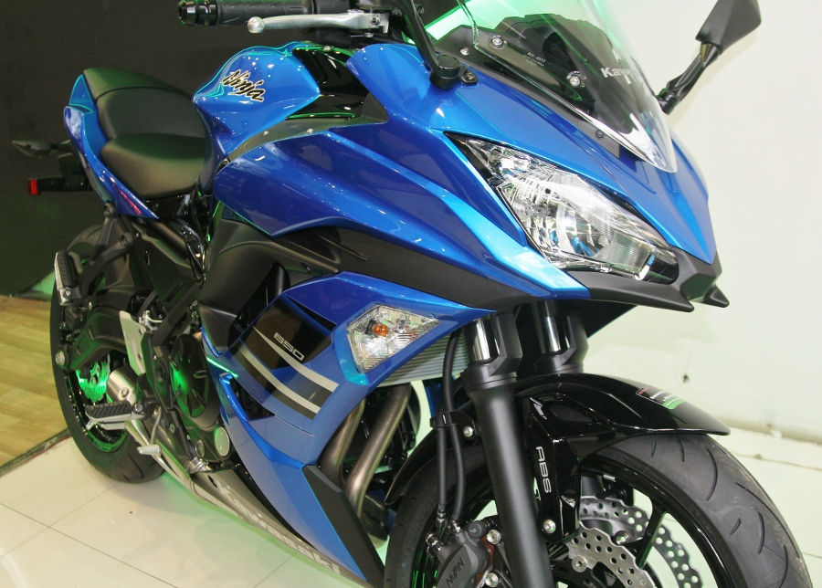 Kawasaki-Ninja-650-2018-Sportbike-an-so-tren-duong-Viet-anh-2