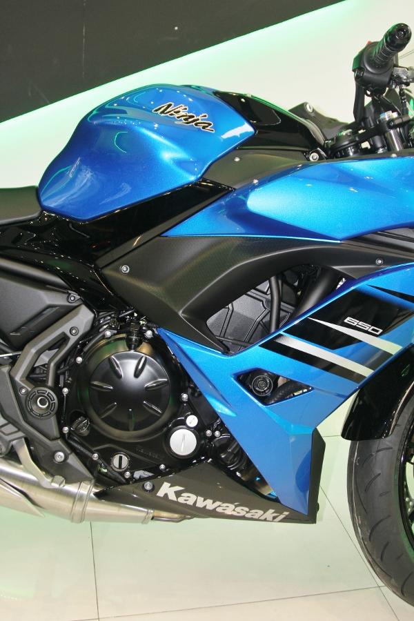 Kawasaki-Ninja-650-2018-Sportbike-an-so-tren-duong-Viet-anh-7