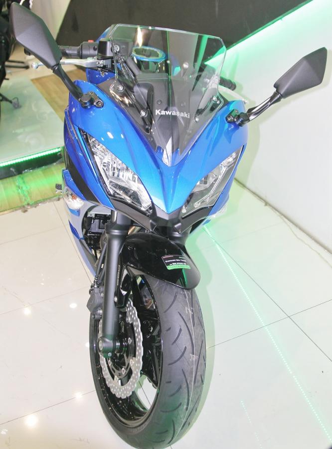 Kawasaki-Ninja-650-2018-Sportbike-an-so-tren-duong-Viet-anh-3