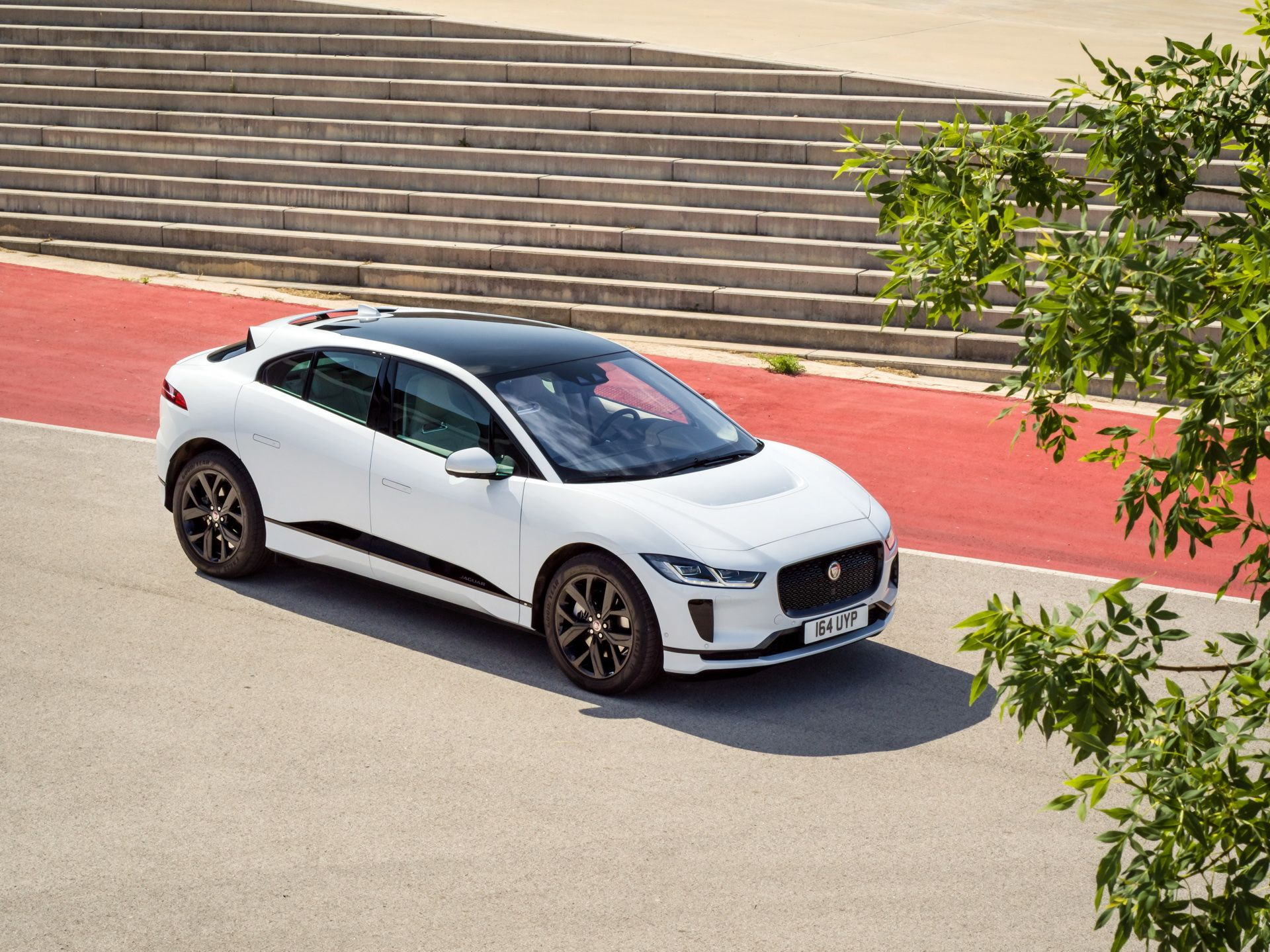 Jaguar-Land-Rover-dau-tu-18-ty-USD-vao-xe-dien-anh-2