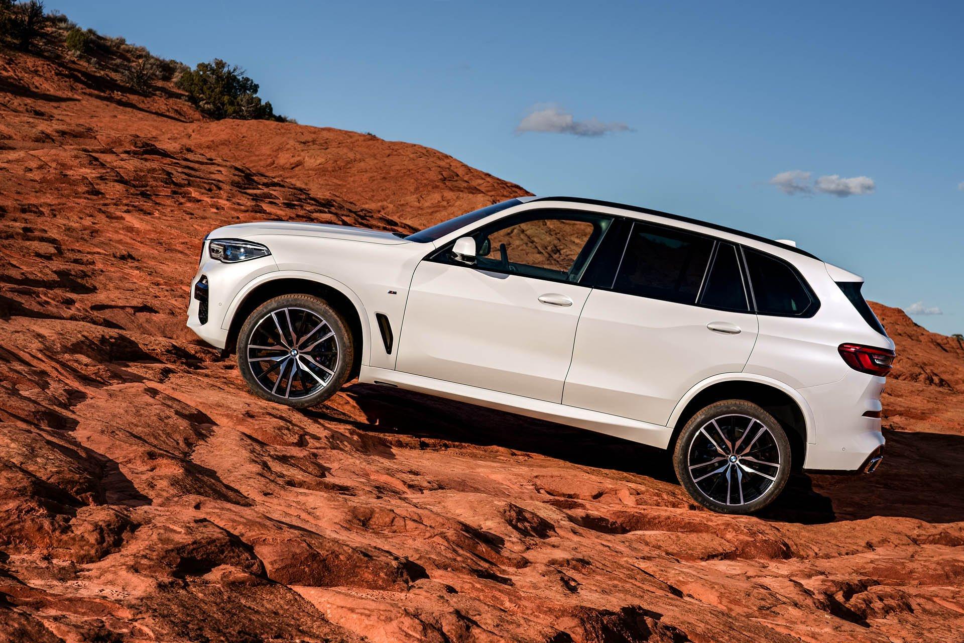 SUV-hang-sang-BMW-X5-2019-chot-gia-gan-62000-USD-anh-2