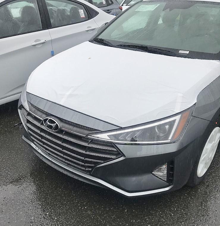 Sedan-Hyundai-Elantra-2019-lo-them-hinh-anh-Dep-nhu-xe-sang-anh-2