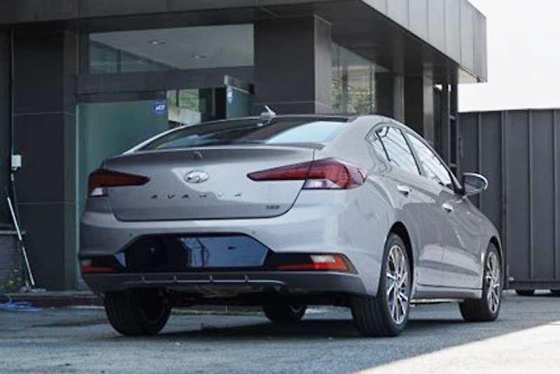 Sedan-Hyundai-Elantra-2019-lo-them-hinh-anh-Dep-nhu-xe-sang-anh-3
