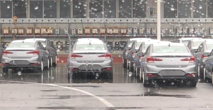Sedan-Hyundai-Elantra-2019-lo-them-hinh-anh-Dep-nhu-xe-sang-anh-4