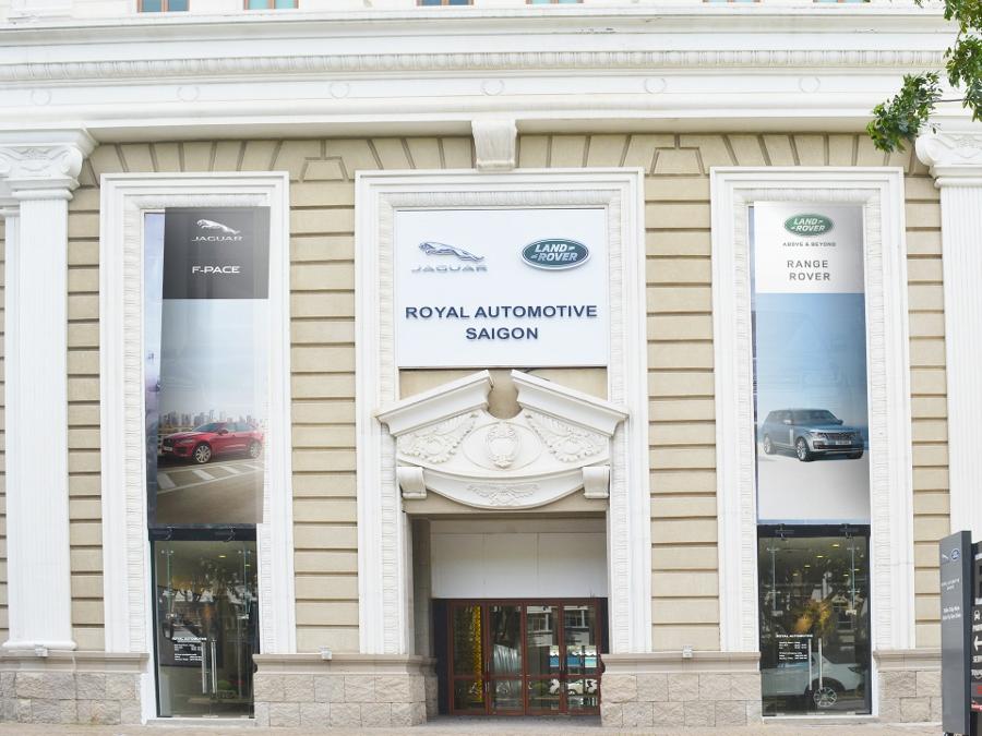 Jaguar-Land-Rover-Viet-Nam-mo-phong-trung-bay-moi-tai-TPHCM-anh-2