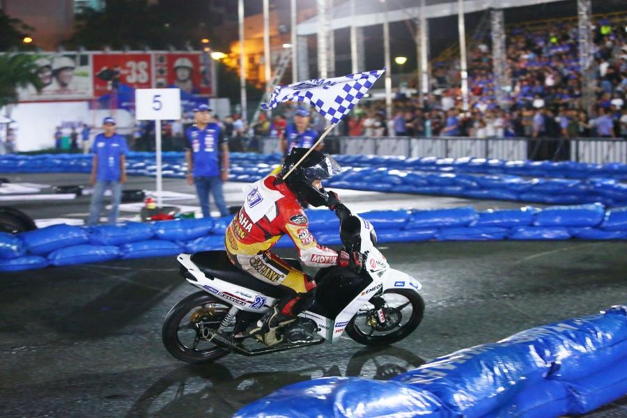 Giai-dua-xe-Yamaha-Exciter-150-giua-Sai-Gon-anh-20