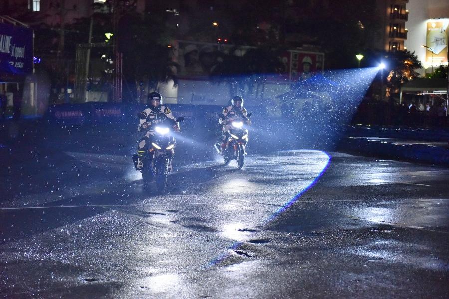 Giai-dua-xe-Yamaha-Exciter-150-giua-Sai-Gon-anh-2