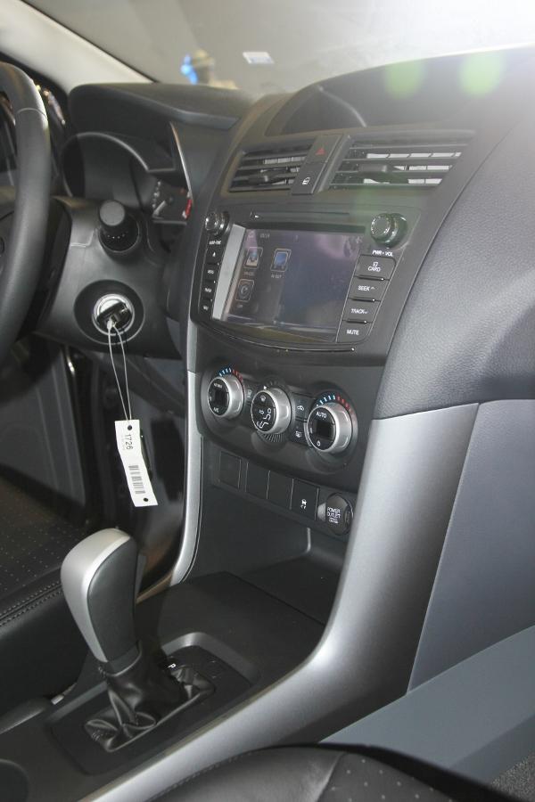 THACO-gioi-thieu-Mazda-BT-50-tien-nghi-hon-va-ban-cao-cap-22-ATH-4x2-gia-729-trieu-dong-anh-3