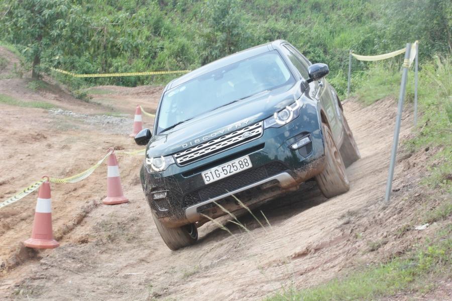 Jaguar-Land-Rover-to-chuc-trai-nghiem-xe-tai-Da-Nang-anh-1