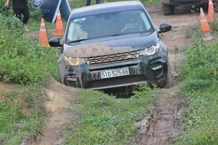 Jaguar-Land-Rover-to-chuc-trai-nghiem-xe-tai-Da-Nang-anh-3