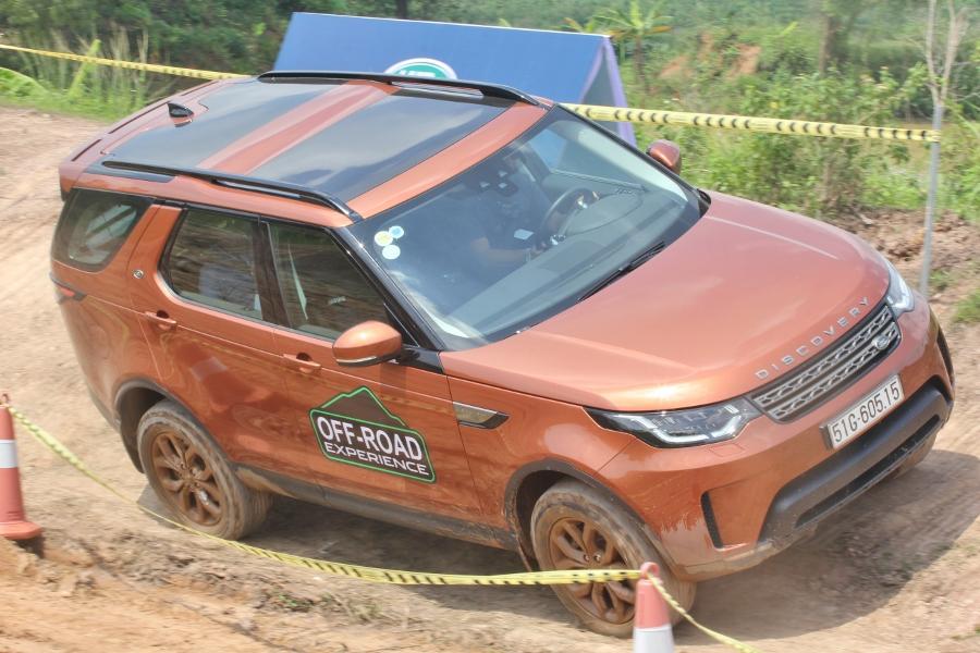 Jaguar-Land-Rover-to-chuc-trai-nghiem-xe-tai-Da-Nang-anh-2