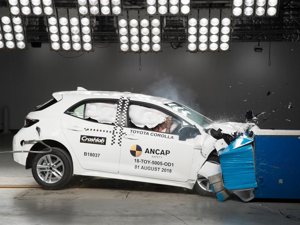 Toyota-Corolla-Hatchback-2019-dat-chuan-an-toan-ANCAP-5-sao-anh-3