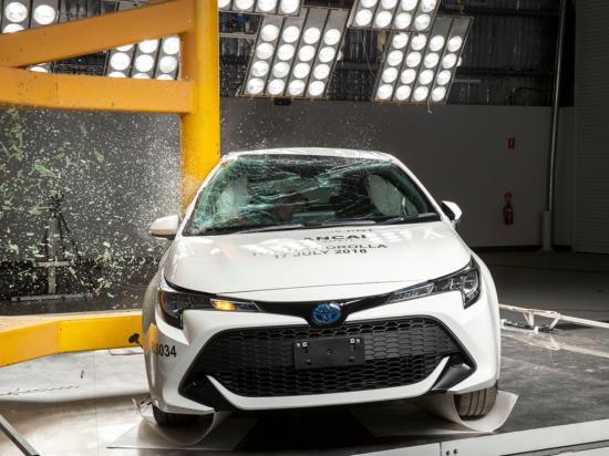 Toyota-Corolla-Hatchback-2019-dat-chuan-an-toan-ANCAP-5-sao-anh-4