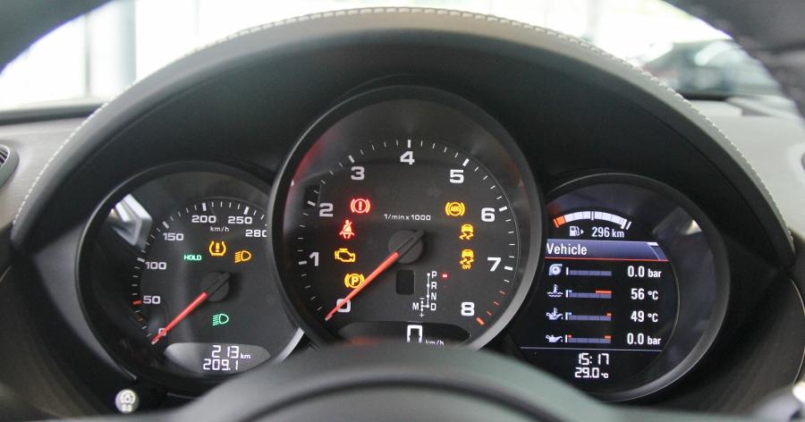 Porsche-718-Cayman-2018-voi-goi-do-1-5-ty-dong-tai-Sai-Gon-anh-14