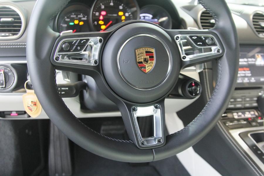 Porsche-718-Cayman-2018-voi-goi-do-1-5-ty-dong-tai-Sai-Gon-anh-4