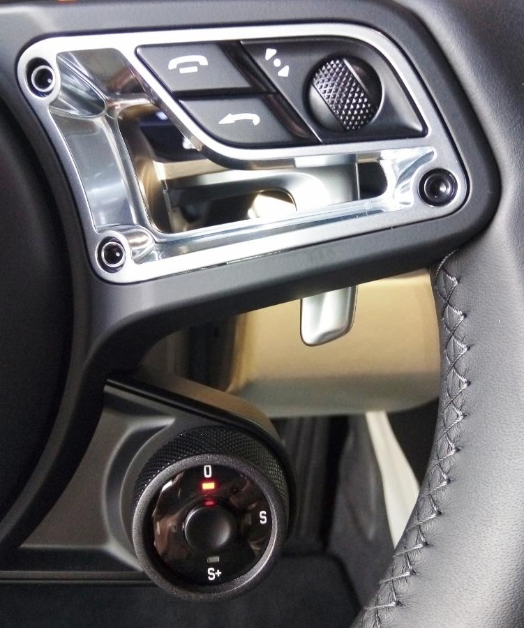 Porsche-718-Cayman-2018-voi-goi-do-1-5-ty-dong-tai-Sai-Gon-anh-5