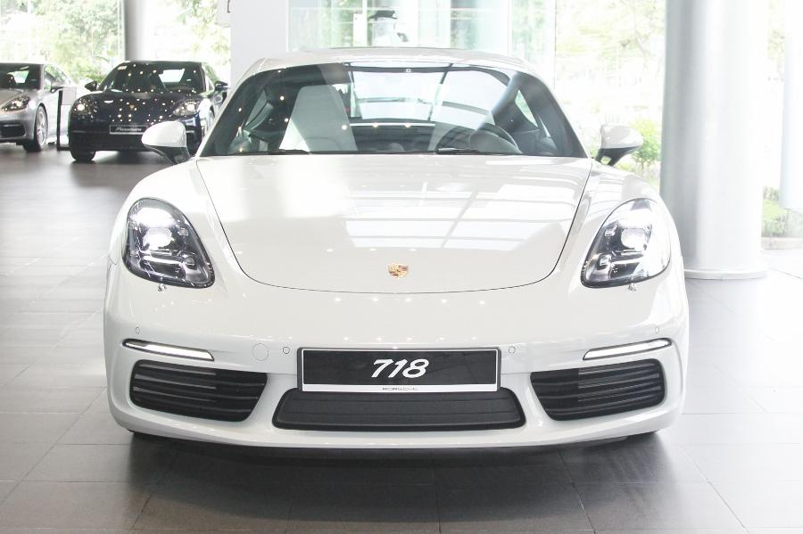 Porsche-718-Cayman-2018-voi-goi-do-1-5-ty-dong-tai-Sai-Gon-anh-2