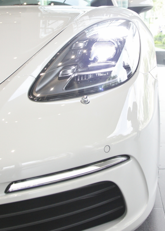 Porsche-718-Cayman-2018-voi-goi-do-1-5-ty-dong-tai-Sai-Gon-anh-15