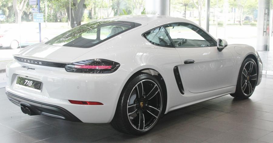 Porsche-718-Cayman-2018-voi-goi-do-1-5-ty-dong-tai-Sai-Gon-anh-3
