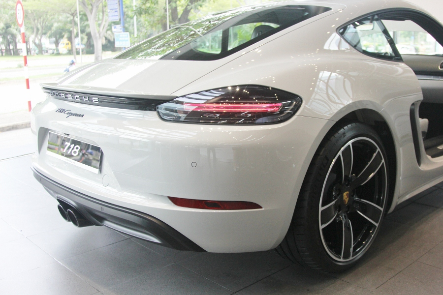 Porsche-718-Cayman-2018-voi-goi-do-1-5-ty-dong-tai-Sai-Gon-anh-24