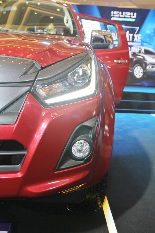 Isuzu-Viet-Nam-ra-mat-xe-ban-tai-moi-D-MAX-gia-650-trieu-dong-va-SUV-mu-X-gia-820-trieu-dong-anh-6