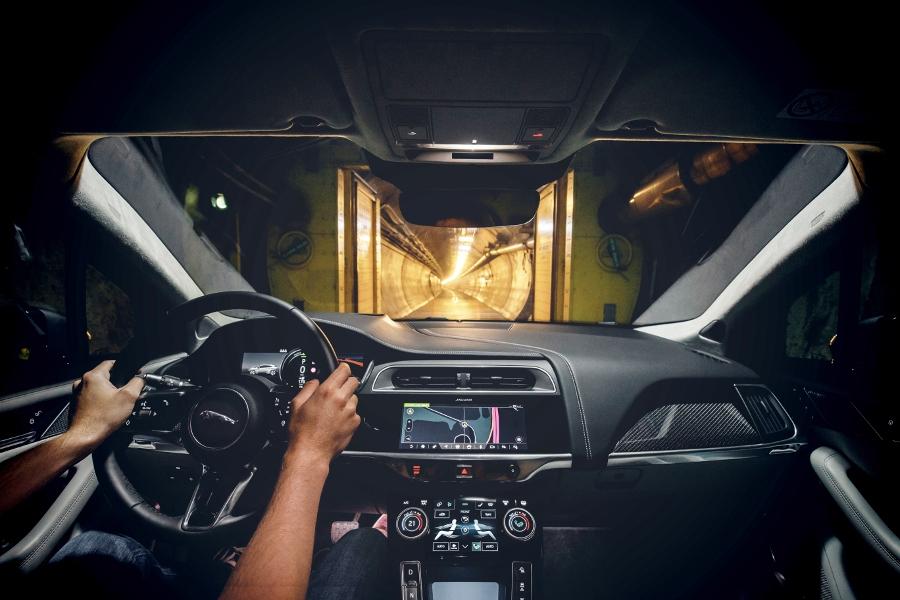 Xe-dien-SUV-Jaguar-I-PACE-lap-ky-luc-chay-369km-sau-1-lan-sac-anh-2