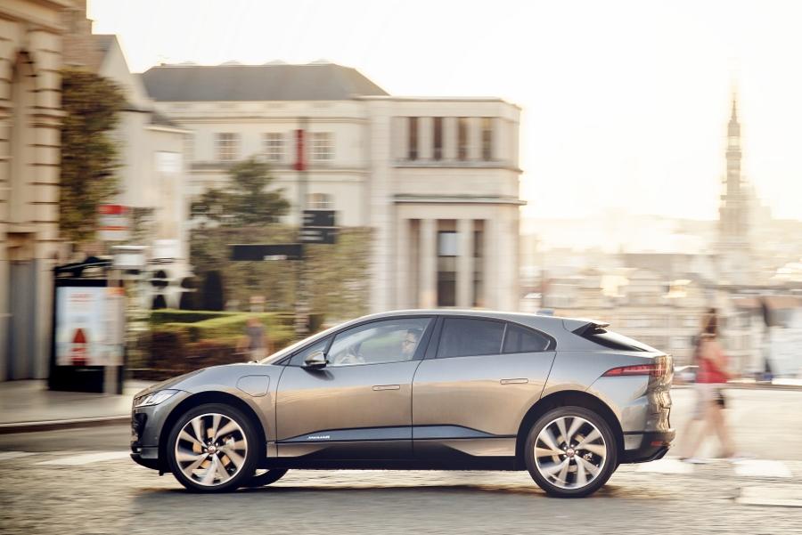 Xe-dien-SUV-Jaguar-I-PACE-lap-ky-luc-chay-369km-sau-1-lan-sac-anh-4