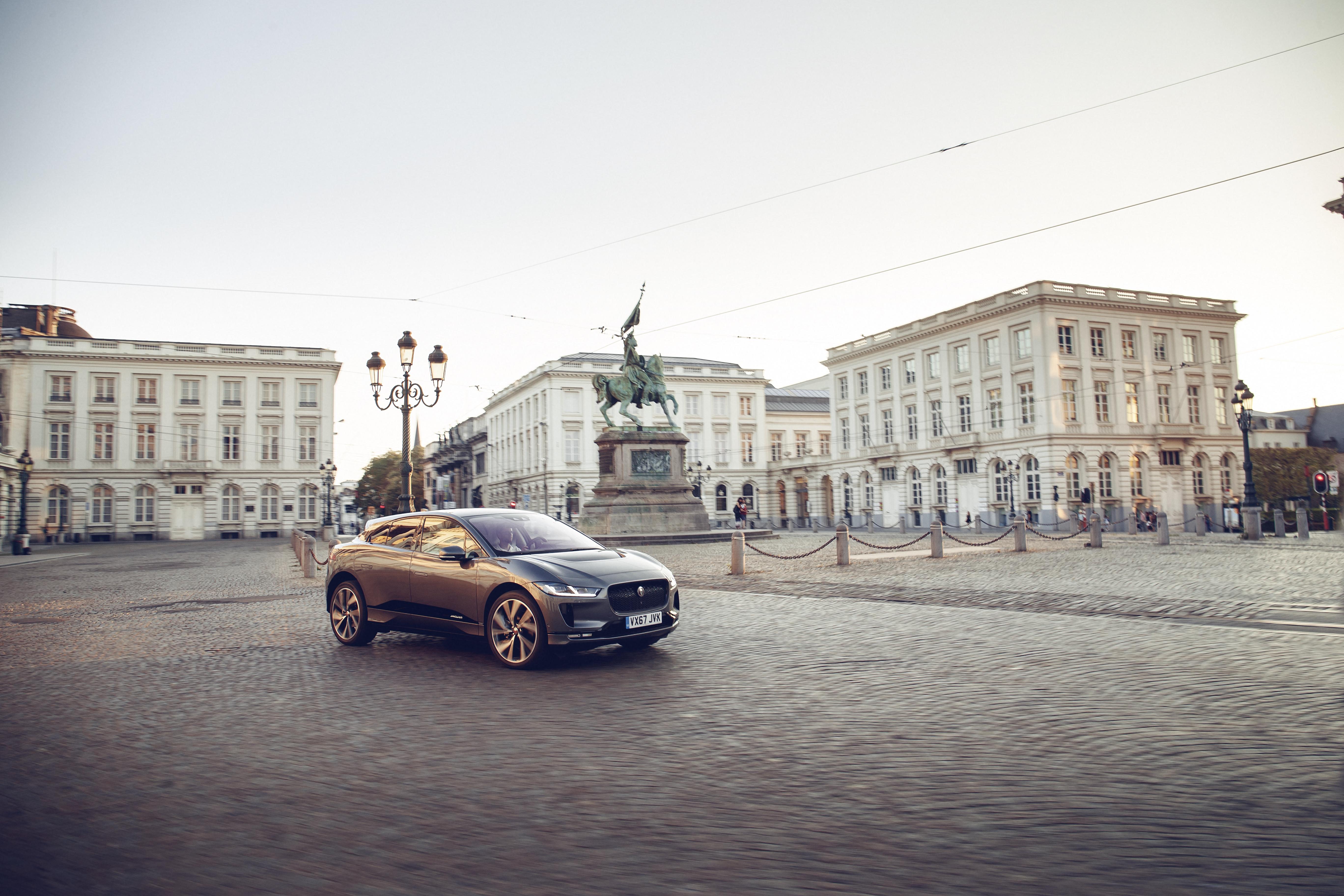 Xe-dien-SUV-Jaguar-I-PACE-lap-ky-luc-chay-369km-sau-1-lan-sac-anh-5