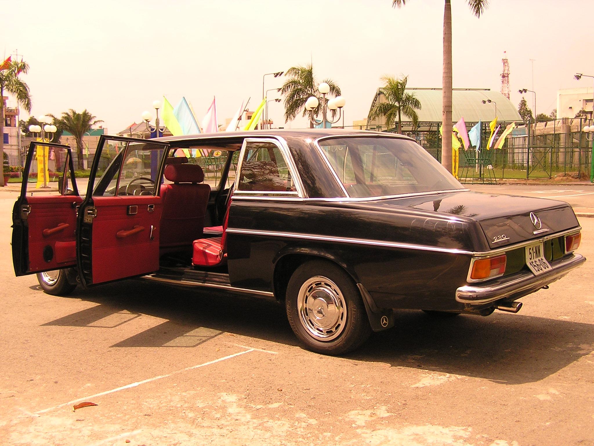Trai-nghiem-qua-khu-ngot-ngao-tren-Mercedes-Benz-Limousine-230E-1969-anh-21