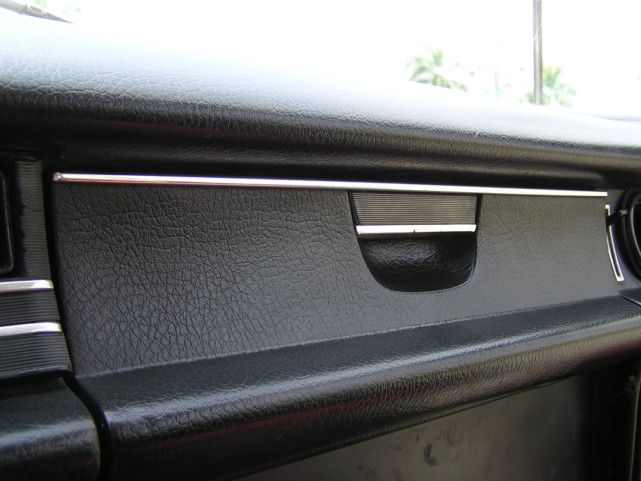 Trai-nghiem-qua-khu-ngot-ngao-tren-Mercedes-Benz-Limousine-230E-1969-anh-26