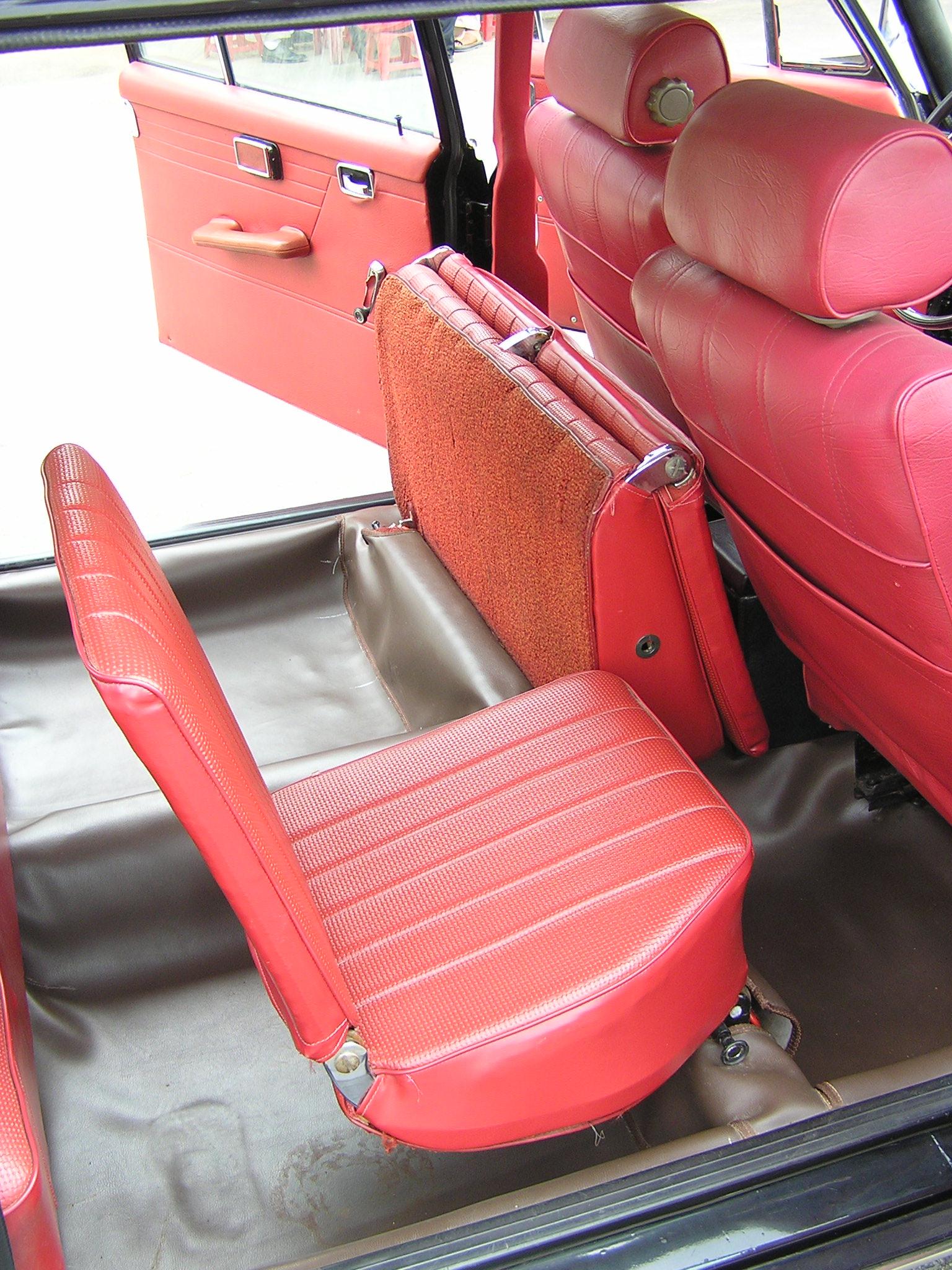 Trai-nghiem-qua-khu-ngot-ngao-tren-Mercedes-Benz-Limousine-230E-1969-anh-16