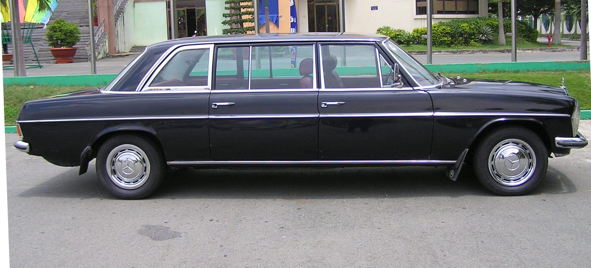 Trai-nghiem-qua-khu-ngot-ngao-tren-Mercedes-Benz-Limousine-230E-1969-anh-2